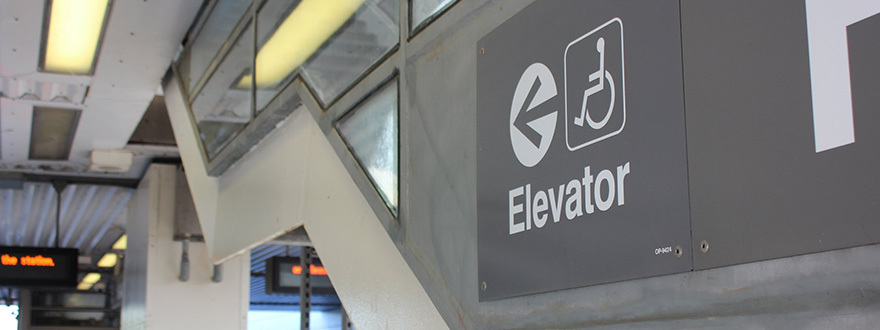 Sign to elevator