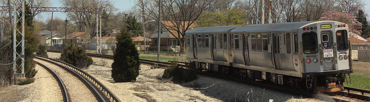 A Yellow Line train rounding Oakton Curve